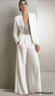 Брючный костюм - неотъемлемая часть в гардеробе современной девушки