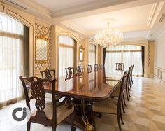 Mesa de salón con capacidad para doce comensales situada en una de las estancias de este chalet independiente situado en Conde Orgaz, Madrid. http://www.gilmar.es/FichaUnifamiliar.aspx?id=81665&moneda=e