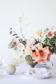 Are you hosting a holiday dinner this year? I teamed up with Tulipina to show you a simple and chic holiday table for your next party. Holiday Centerpieces, Holiday Tables, Floral Centerpieces, Floral Arrangements, Wedding Decorations, Table Decorations, Centrepieces, Holiday Dinner, Simple Flowers