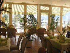 """""""OSTERLUNCH"""" im SONNENHOF*** Ostersonntag und Ostermontag, jeweils von 11.30 Uhr bis 14.00 Uhr! Wir bitten um rechtzeitige Tischreservierung! Tel. 05281 - 98030 www.HotelSonnenhof.com Hotel-Restaurant SONNENHOF*** LÜGDE bei BAD PYRMONT Restaurant, Pergola, Destinations, Bitten, Hotels, Outdoor Structures, Plants, Brunch, Environment"""