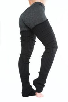 Thigh High Leg Warmers Black with tights and black or tan timberlands. I like this style - Warmers - Ideas of Warmers Outfit Gym, Leg Warmers Outfit, Thigh High Leg Warmers, Crochet Leg Warmers, Fitness Wear Women, Crop Top Sweater, Character Outfits, Winter Wear, Look Cool