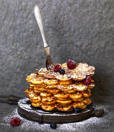 Glutenfria våfflor, recept ur boken Baka Glutenfritt - matbröd, kakor, tårtor och desserter av Nilla Gunnarsson och Susanne Hovenäs. Foto: Eva Hldén