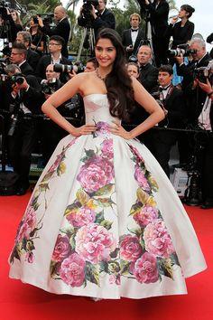 Sonam Kapoor de estampado floral de Dolce & Gabbana,