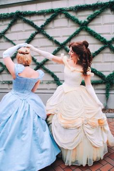 Disney Character Cosplay Disneyland Belle and Cinderella Disney princess face characters - Disney Make-up, Cinderella Disney, Disney Girls, Disney Love, Disney Magic, Disney Fairies, Merida Disney, Disney Theme, Disney Bound