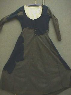 Mock up of the Moy Bog Gown. The gown was found in Moy Bog, County Clare, Ireland. It has been dated to and is generally interpreted as a womens dress. Irish Clothing, Medieval Clothing, Medieval Fashion, Medieval Dress, Historical Women, Historical Clothing, Celtic, Period Outfit, Historical Costume