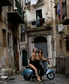 Scooter and Vespa Girls Pangels Best Mix Piaggio Vespa, Lambretta Scooter, Vespa Scooters, Vespa Vintage, Vintage Italy, Vespa Girl, Scooter Girl, Motos Vespa, Moto Cafe