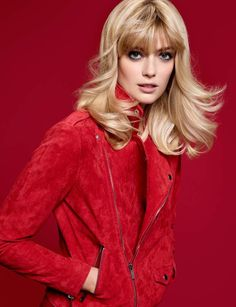Le blond doré ensoleillé Découvrez aussi : 10 astuces coiffure pour rajeunir après 50 ans