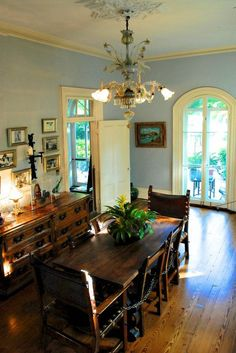 Inspiration from the home of a traveler and adventurous soul. Ernest Hemingway's House In Key West. Slide show from the Huffington Post.