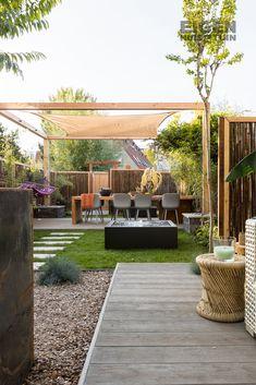 Een overkapping in de tuin houdt veel zon tegen Modern Backyard, Backyard Pergola, Outdoor Landscaping, Outdoor Rooms, Outdoor Gardens, Building A Pergola, White Pergola, Pergola Attached To House, Small Garden Design
