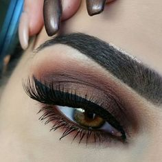 @anastasiabeverlyhills Single eyeshadows (Blazing all over the crease, Beauty Mark on the lid and blende out towards the crease. Then I added a bit of Sateen on the centre of the lid to brighten up) @sigmabeauty Wicked gel liner ( I added a bit of Inglot duraline to make a liquid liner consistency):