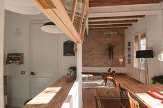 Between the kitchen and the living room.   我們看到了。我們是生活@家。: 自由平面設計師兼室內設計師Neus Casanova所開設的De-goma之作品!