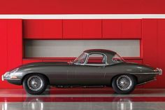 15 Ridiculously Sexy Photos Of A 1965 Jaguar E-Type - Airows 4x4, 2013 Jaguar, New Porsche, Jaguar E Type, Jaguar Cars, Best Classic Cars, Mini Trucks, Vintage Cars, Cool Cars