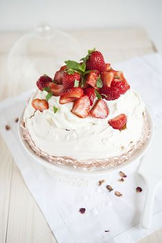 Strawberry & Rhubarb Pavlova #recipe