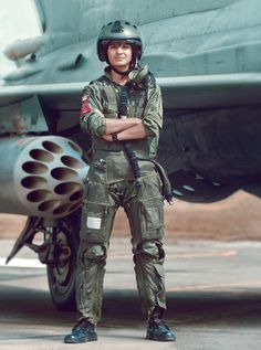 One of the Indian Air forces first female fighter pilots, Flying Officer Avani Chaturvedi. One of the Indian Air forces first female fighter pilots, Flying Officer Avani Chaturvedi. Female Fighter, Fighter Pilot, Fighter Jets, Luftwaffe, Air Force Wallpaper, Indian Army Quotes, Army Women Quotes, Indian Army Special Forces, Air Force Women