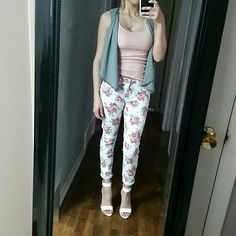 FINAL PRICE DROP Floral skinny jeans White pink floral sknny jeans. Worn once! Wallflower Pants