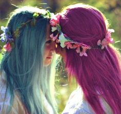 Blue and pink haired girls <3