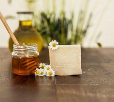 Χειροποίητο σαπούνι ελαιολάδου με μέλι και χαμομήλι!!! Honey, Food, Meals