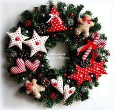 wreath for Christmas Christmas Wreaths For Windows, Retro Christmas Decorations, Holiday Wreaths, Christmas Sewing, Noel Christmas, Christmas Crafts, Christmas Ornaments, Berry Wreath, Wreath Fall