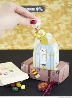 Hedwig is so happy!Get the printable and directions here.