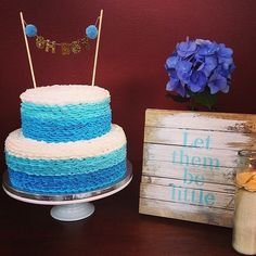Such a gorgeous baby shower! Thank you for sharing this amazing photo of the cake! @danagentryjackson 💙