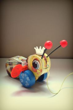 Queen Buzzy BeeFrom onelatenight - I remember having one of these as a kid. Is it bad that I want to have it now? #vintage #children #toys