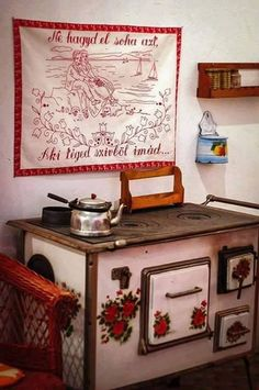 giccsssssss Dresden, Old Stove, Folk Music, Old World, Budapest, Old Photos, Decorative Boxes, Interior Decorating, Gallery Wall