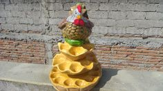 Gallina Para Huevos Kitchen Ideas, Art, Plaster, Vases, Ornaments, Painted Pottery, Hens, Home Decorations, Art Background