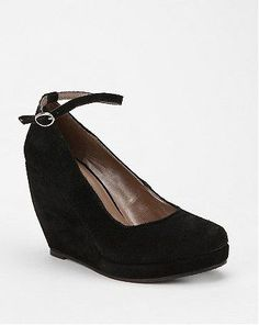 Cooperative Suede Ankle Strap Wedge* URBAN OUTFITERS {esgotado}