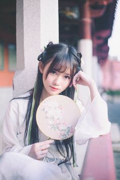 China girl Traditional Fashion, Traditional Outfits, Cute Asian Girls, Cute Girls, Chinese Picture, Cute Manga Girl, Japanese Photography, Pose Reference Photo, Female Character Inspiration