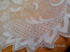 Risultati immagini per Bordado en tul Tambour Embroidery, White Embroidery, Embroidery Stitches Tutorial, Needle Lace, Lace Doilies, Lace Making, Tulle Lace, Chain Stitch, Flower Art