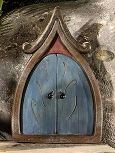 Faerie door for the miniature garden Fairy Garden Doors, Fairy Garden Houses, Fairy Doors, Fairies Garden, Fairy Village, Fairy Tree, Blue Fairy, Fairy Land, Magic Garden