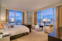 Decoração com o tema Hotel Cassino Blog de Decoração Reciclar e Decorar Trump International Hotel, Hotel Suites, Curtains, Bedroom, Furniture, Luxury Hotels, Home Decor, Bridal, Party