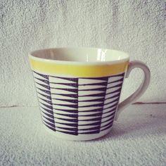 Kaffekopp från Gefle i modell EA. Okänd dekor. Porcelain Ceramics, Vintage Ceramic, Future House, Home Goods, Interior Decorating, Antique Pottery, Corning Glass, Vintage Pottery, Interior Home Decoration