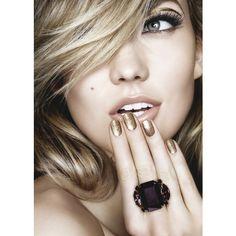 Los 4 maquillajes con los que pasar toda la Navidad ❤ liked on Polyvore featuring backgrounds