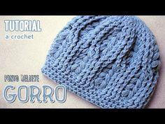 Aprende a tejer rápidamente y paso a paso este abrigado gorro a Crochet / ganchillo, está hecho en punto relieve y punto piña.  Los materiales son: 110 grs....