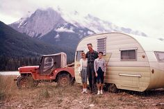 We used to camp in one of these when I was a boy. I love these campers.
