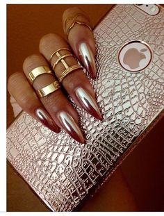 Gold nail art designs are perfect for fall and they include rose gold, black and gold, stiletto nails, coffin nails, and much more. Sexy Nails, Fancy Nails, Cute Nails, Pretty Nails, Fabulous Nails, Gorgeous Nails, Metallic Nails, Acrylic Nails, Gold Stiletto Nails