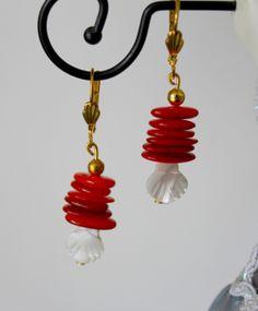 Boucles d'oreilles pétales de corail fleurs nacre : Boucles d'oreille par perles-y-popettes Diy Buttons, Vintage Buttons, Button Earrings, Drop Earrings, Jewlery, Handmade Jewelry, Jewelry Making, Diy Crafts, Necklaces