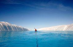 Caiaque em águas de geleira