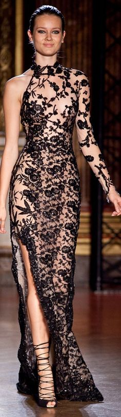 View all the catwalk photos of the Zuhair Murad Haute Couture Autumn / Winter 2011 showing in Paris. Read the article to see the full gallery. Haute Couture Style, Couture Mode, Couture Fashion, Runway Fashion, High Fashion, Womens Fashion, Vestidos Fashion, Dress Vestidos, Fashion Dresses