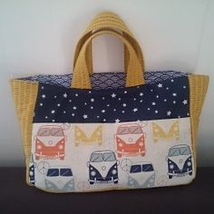 Tutorial of a bag easy to sew, barely 2 hours, infinitely accessible to beginners and all others Source by petitepousse Diy Bags Jeans, Sacs Tote Bags, Diy Sac, Maila, Mens Travel Bag, Couture Sewing, Simple Bags, Quilted Bag, Fabric Bags