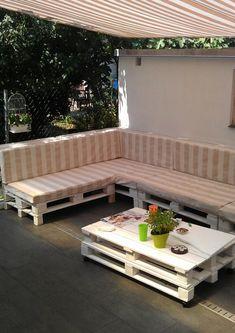 terrassenmöbel europaletten robust sofa tisch sonnenschutz markise