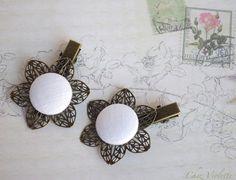 coiffure mariage, fleur cheveux, lin blanc, idée coiffure mariage invitée, barrette blanche : Accessoires coiffure par cocoflower