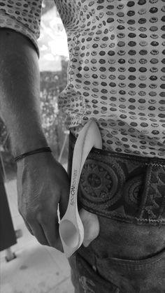 Musik Löffel, Music Spoon, Percussion Löffel oder Percussion Spoon. Nenn ihn wie du willst. Wir nennen es pure Lebenslust. Spoontanies! Klacklöffel sind das aktuell trendigste Perkussionsinstrument im Musikbusiness. Lebenslust pur! Percussion, Musical Instruments, Spoon, Cuff Bracelets, Passion, Music, Music Instruments, Drum Sets, Percussion Instrument