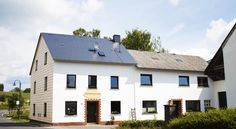 Pension Sonnenwende Reimerath This country guest house in Reimerath is only 3 km from the Nürburgring motorsport race track. It offers non-smoking rooms and free Wi-Fi.  The family-friendly Pension Sonnenwende is surrounded by the scenic Eifel mountain range.