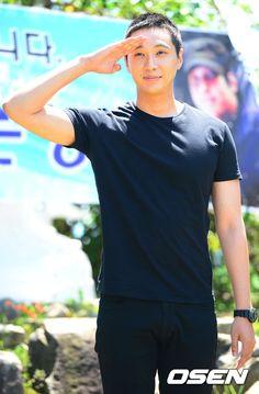 Ji Hyun Woo leaves for his military service