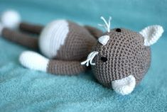 haakhooked: Gratis haakpatroon Poes Lisa Crochet Art, Crochet Animals, Amigurumi Patterns, Crochet Patterns, Granny Square Crochet Pattern, Craft Patterns, Yarn Crafts, Baby Toys, Lisa