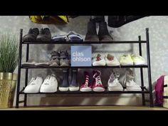 Gir god orden i entreen. Tidløst design som passer i de fleste miljøer. Ekspanderbart skostativ - gir lett plass til flere sko. Kan justeres mellom 62-114 cm. 3 hellende hylleplan av metall. Shoe Rack, Design, Metal, Shoe Racks