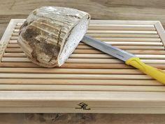 handgemachtes massives Brotschneidebrett mit Krümmelauffang aus Lärchenholz, 42x28x5 cm, 2,8 kg, 2 geschnitzte Ähren, Lärchenholz geölt Boards, Wood Carvings