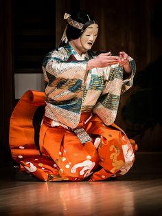 林宗一郎 - 巴 Tomoe Japanese Folklore, Japanese Men, Japanese Design, Japanese Culture, Noh Theatre, Japanese Woodcut, Asian Doll, Clothing And Textile, Tomoe